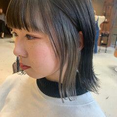 インナーカラー シルバーアッシュ 切りっぱなしボブ シルバーグレージュ ヘアスタイルや髪型の写真・画像