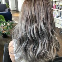 ロング ホワイトグレージュ ハイトーンカラー モード ヘアスタイルや髪型の写真・画像