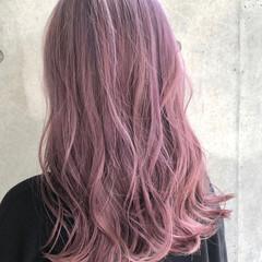ミディアム ハイトーンカラー ピンクバイオレット ストリート ヘアスタイルや髪型の写真・画像