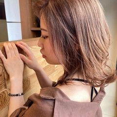 透明感カラー ミディアム フェミニン ヌーディベージュ ヘアスタイルや髪型の写真・画像