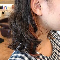 3Dハイライト ミディアム インナーカラー ツヤ髪 ヘアスタイルや髪型の写真・画像