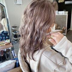 ミルクティーベージュ ブリーチカラー ミルクティーグレージュ ナチュラル ヘアスタイルや髪型の写真・画像