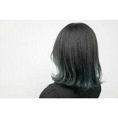 グラデーションカラー 外ハネボブ インナーグリーン 暗髪 ヘアスタイルや髪型の写真・画像