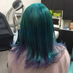 ミディアム ガーリー 派手髪 インナーカラーパープル ヘアスタイルや髪型の写真・画像