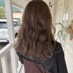 ロング ミルクティーベージュ ショコラブラウン ブリーチ ヘアスタイルや髪型の写真・画像