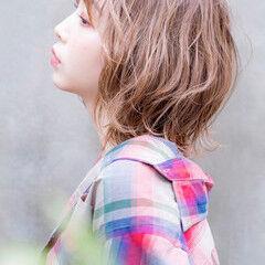 ラベージュ ミディアム 大人可愛い ダブルカラー ヘアスタイルや髪型の写真・画像
