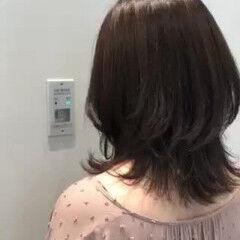 ミディアム ブルージュ おしゃれ ナチュラル ヘアスタイルや髪型の写真・画像