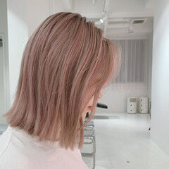 ナチュラル ピンクベージュ ペールピンク ハイトーン ヘアスタイルや髪型の写真・画像
