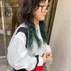 ナチュラル インナーカラー ウルフカット グリーン ヘアスタイルや髪型の写真・画像