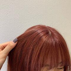 コーラルピンク ピンクベージュ ミディアム ガーリー ヘアスタイルや髪型の写真・画像