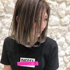 バレイヤージュ エアリー ガーリー 切りっぱなしボブ ヘアスタイルや髪型の写真・画像