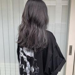 シルバーアッシュ 大人ハイライト ロング ゆるウェーブ ヘアスタイルや髪型の写真・画像