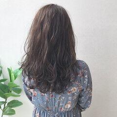 抜け感 ロング ナチュラル アッシュ ヘアスタイルや髪型の写真・画像