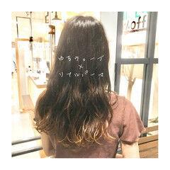 大人女子 ツヤ髪 ナチュラルグラデーション ゆるふわパーマ ヘアスタイルや髪型の写真・画像