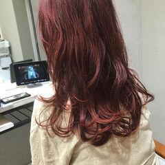 チェリーピンク セミロング 暖色 韓国風ヘアー ヘアスタイルや髪型の写真・画像