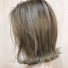 ガーリー 切りっぱなしボブ グレージュ アッシュグレージュ ヘアスタイルや髪型の写真・画像
