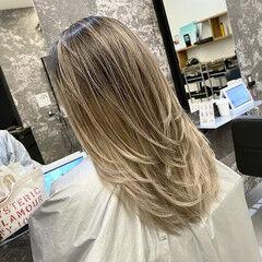 グレージュ セミロング アッシュベージュ 外国人風カラー ヘアスタイルや髪型の写真・画像