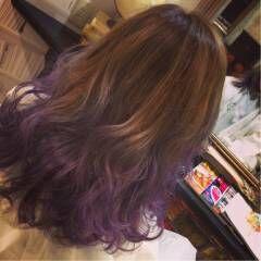 ミディアム ホワイト グラデーションカラー ウェーブ ヘアスタイルや髪型の写真・画像