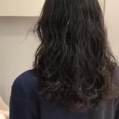 無造作パーマ 大人かわいい デジタルパーマ ミディアム ヘアスタイルや髪型の写真・画像
