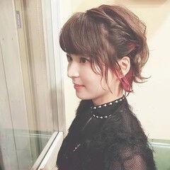 インナーカラー ショートヘア ガーリー 簡単ヘアアレンジ ヘアスタイルや髪型の写真・画像