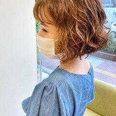 ボブ カーリーヘアー ゆるふわパーマ フェミニン ヘアスタイルや髪型の写真・画像