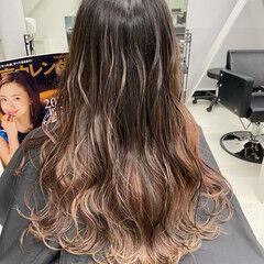 フェミニン ピンクベージュ エアータッチ ロング ヘアスタイルや髪型の写真・画像