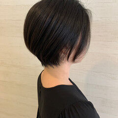 ショート ナチュラル 前髪なし シンプルボブ ヘアスタイルや髪型の写真・画像