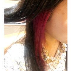 インナーカラー ナチュラル デザインカラー イヤリングカラーピンク ヘアスタイルや髪型の写真・画像