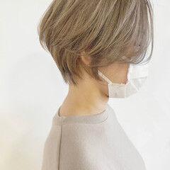 ミルクティー シナモンベージュ ブロンドカラー ショート ヘアスタイルや髪型の写真・画像