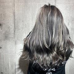 ロング ストリート ホワイトシルバー グレージュ ヘアスタイルや髪型の写真・画像