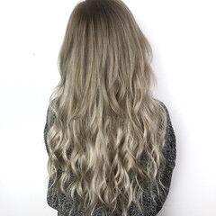 エクステ ミルクティーアッシュ ギャル 巻き髪 ヘアスタイルや髪型の写真・画像