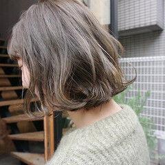 くすみベージュ 切りっぱなしボブ アンニュイほつれヘア 透明感カラー ヘアスタイルや髪型の写真・画像