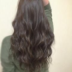 ウェットヘア ロング 暗髪 スパイラルパーマ ヘアスタイルや髪型の写真・画像