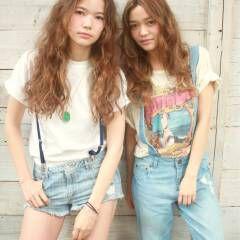 ロング 外国人風 スウィート ストリート ヘアスタイルや髪型の写真・画像