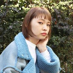 ミルクティーベージュ ナチュラル ベージュカラー 前髪あり ヘアスタイルや髪型の写真・画像