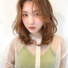 レイヤーカット フェミニン 極細ハイライト オレンジベージュ ヘアスタイルや髪型の写真・画像