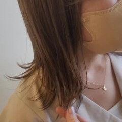 フェミニン ミルクティーベージュ レイヤーヘアー 大人ミディアム ヘアスタイルや髪型の写真・画像