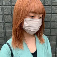 オレンジカラー コーラルピンク ミディアム ストリート ヘアスタイルや髪型の写真・画像