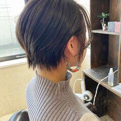 イヤリングカラー ショートヘア ショート 大人かわいい ヘアスタイルや髪型の写真・画像