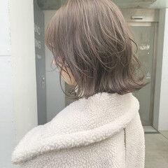 フェミニン ブリーチなし ミディアム ミルクティーベージュ ヘアスタイルや髪型の写真・画像