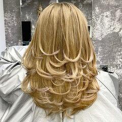 ミルクティーベージュ ミディアム ベージュ ママ ヘアスタイルや髪型の写真・画像