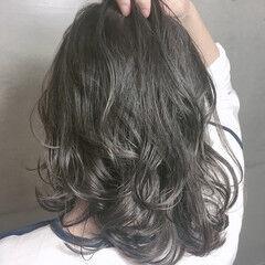透明感カラー ナチュラル グレージュ ウェーブ ヘアスタイルや髪型の写真・画像