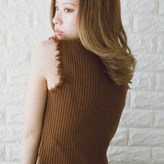 n. ベージュ ミディアム フェミニン ヘアスタイルや髪型の写真・画像