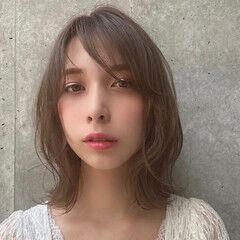 波巻き 外ハネ グレージュ フェミニン ヘアスタイルや髪型の写真・画像