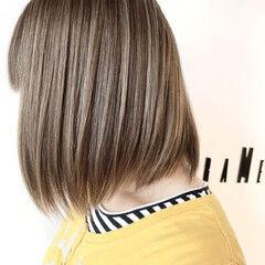 ボブ 3Dハイライト グレージュ フェミニン ヘアスタイルや髪型の写真・画像