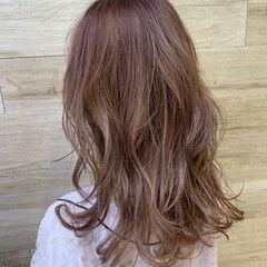 かわいい セミロング ダブルカラー ピンクベージュ ヘアスタイルや髪型の写真・画像