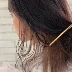 インナーカラーグレー インナーカラーグレージュ フェミニン インナーカラー ヘアスタイルや髪型の写真・画像