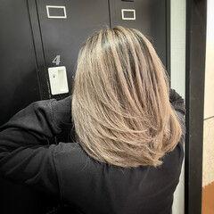 レイヤーカット ミディアム バレイヤージュ 外国人風カラー ヘアスタイルや髪型の写真・画像