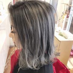 フェミニン シルバーグレージュ グレージュ ボブ ヘアスタイルや髪型の写真・画像