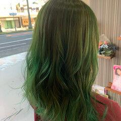 ミディアム インナーグリーン ストリート ヘアカラー ヘアスタイルや髪型の写真・画像